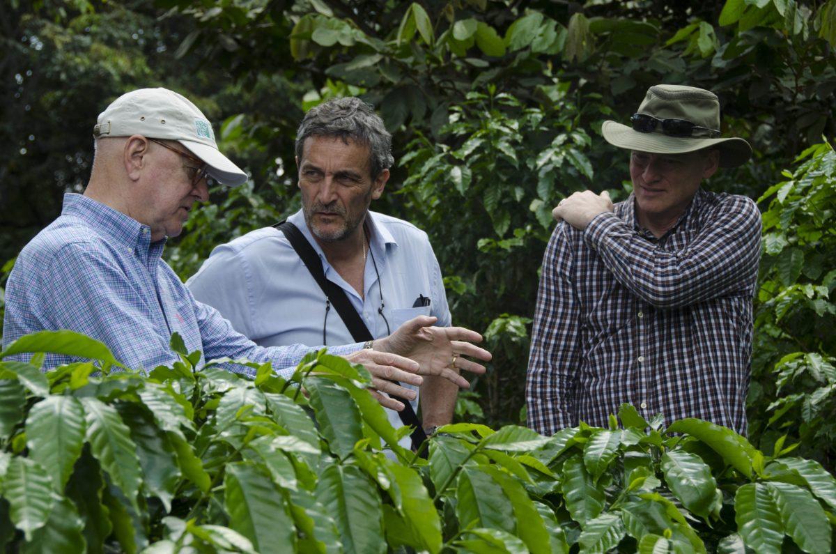 Benoît Bertrand au Salvador pour le World Coffee Research, en compagnie de Ed Price (Prof. Texas University) et Doug Wels (Peet's Coffee Vice President)